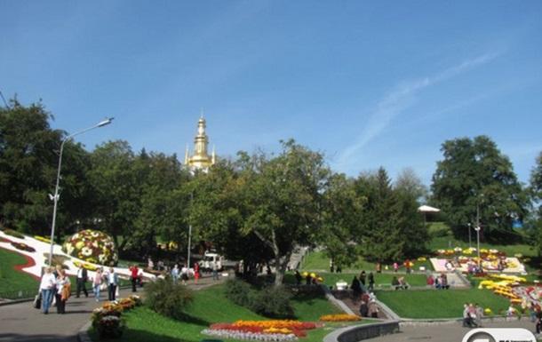 На Співочому полі триває виставка  Бал хризантем