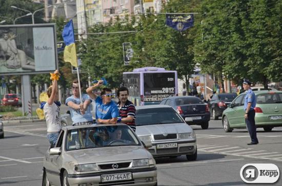 Желто-синий Донецк перед матчем Украина-Франция