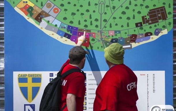 Шведские болельщики на Трухановом острове в Киеве