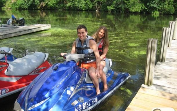 По реке на водном скутере