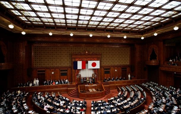 В Японии сенатора за поездку в КНДР на месяц лишили права участвовать в работе