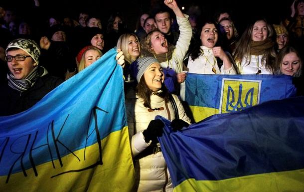 Яценюк призвал украинцев выходить на Майдан без привязки к оппозиции