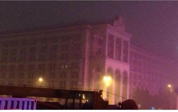 На Майдане Незалежности отключили подсветку нескольких зданий