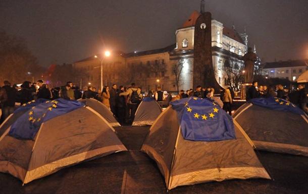 Во Львове Евромайдан превратился в палаточный городок