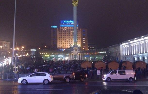 Частично открыт проезд автомобилей по улице Крещатик в Киеве