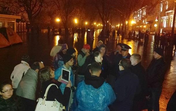 Новости Одессы - Евромайдан - протесты - В Одессе неизвестные демонтировали палаточный городок Евромайдана