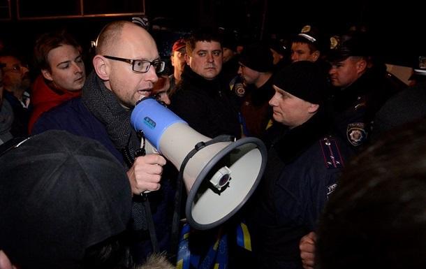 Вне зоны доступа. Яценюк и Луценко не могут вылететь в больницу к Тимошенко