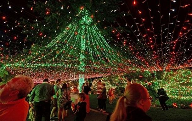 Семья из Австралии установила рекорд по числу рождественских огней на доме