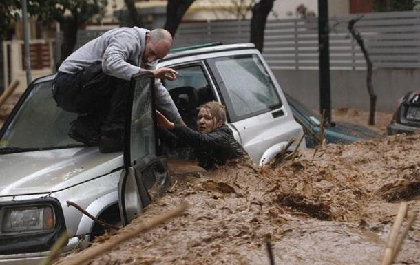 На греческом острове Родос не менее трех человек погибли в результате наводнения