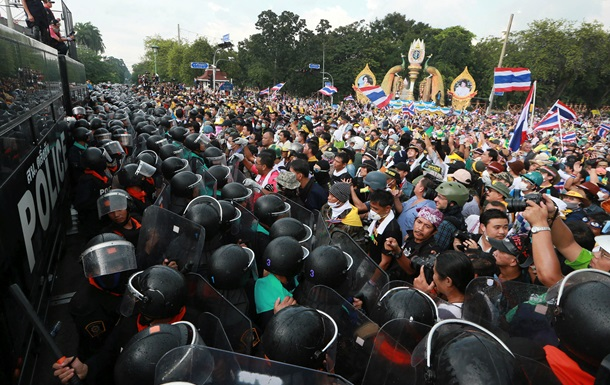 Многотысячные протесты в Бангкоке. Власти Таиланда заявляют, что на отдых туристов это не влияет