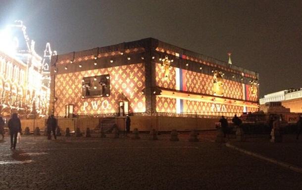 Коммунисты возмущены появлением чемодана Louis Vuitton на Красной площади