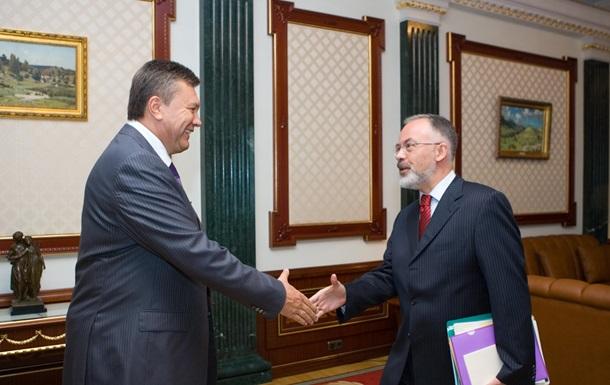 Янукович поздравил  настоящего профессионала  Табачника с 50-летием