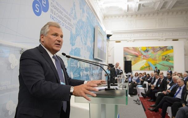 Квасьневский: ЕС слишком поздно отреагировал на давление России на Украину