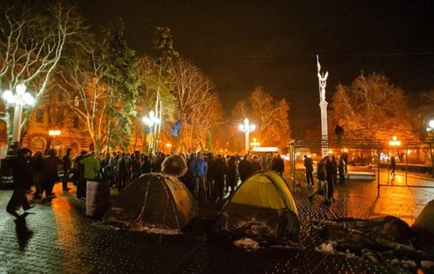 Новости Тернополя - Евромайдан - театр - В Тернополе митингующим разрешили греться в театре