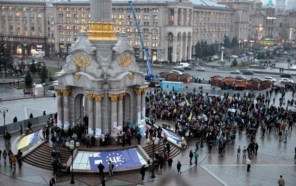 Новости Киева - Евромайдан - файер - провокация - На Евромайдане в Киеве неизвестные бросили файер в митингующих