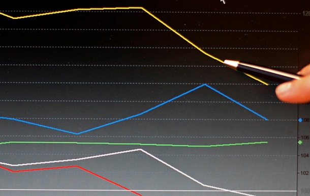 Рубль завершает худший месяц за полтора года на 4-летнем дне - Reuters
