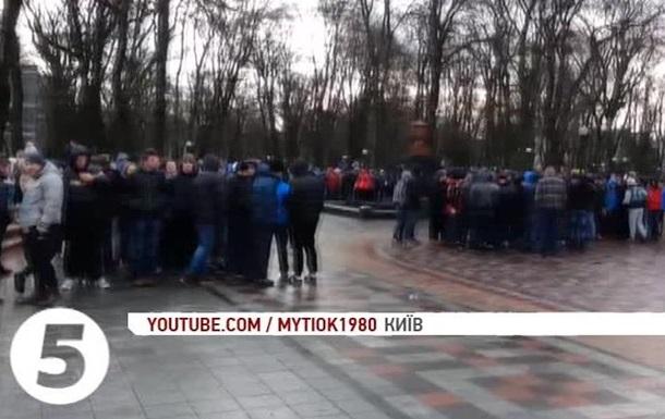 В Киеве журналистов 5 канала забросали камнями - СМИ