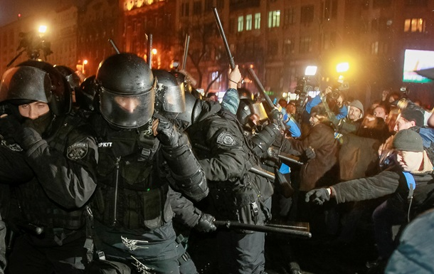 На Майдан стягивают Беркут: глава МВД  просит милицию вести себя адекватно
