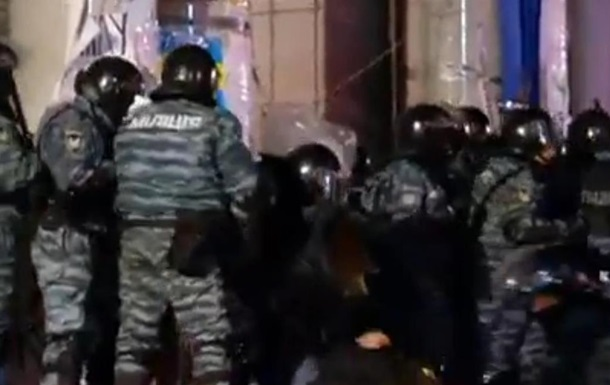На Евромайдане пострадали 12 правоохранителей - МВД
