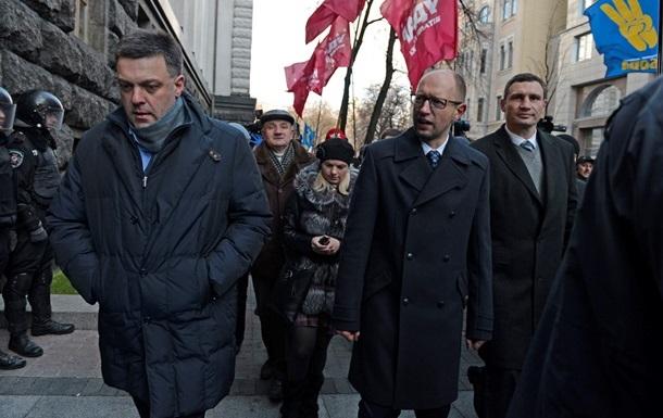 Яценюк, Кличко и Тягнибок прибыли на Михайловскую площадь