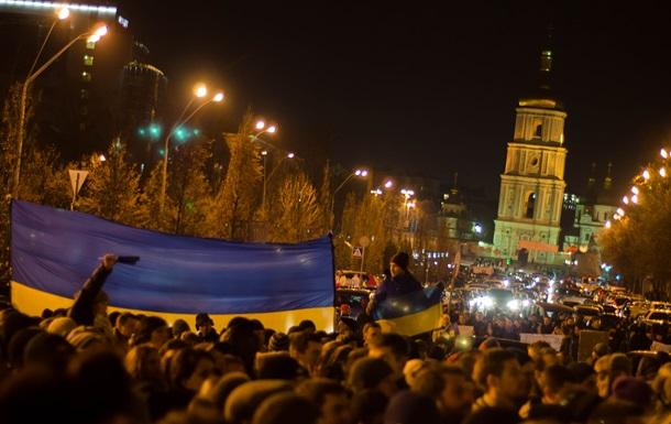 Ночь на Михайловской площади: люди в масках, чай и сон в храме