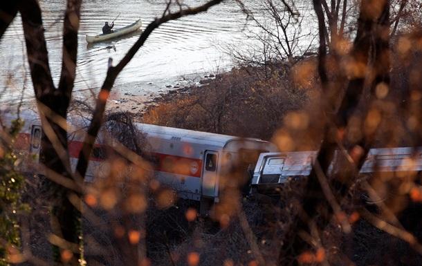 В Нью-Йорке сошел с рельсов пригородный пассажирский поезд: четверо погибли, десятки пострадавших