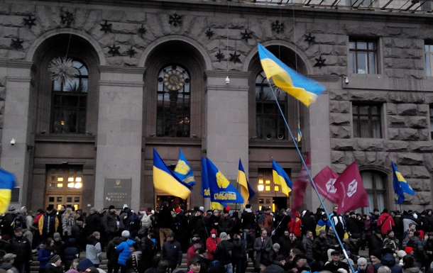 Азаров заявил, что ему известны инициаторы беспорядков в Киеве