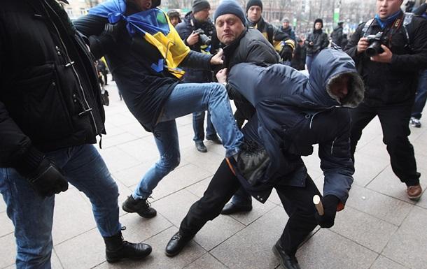 Янукович возмущен захватом митингующими админзданий