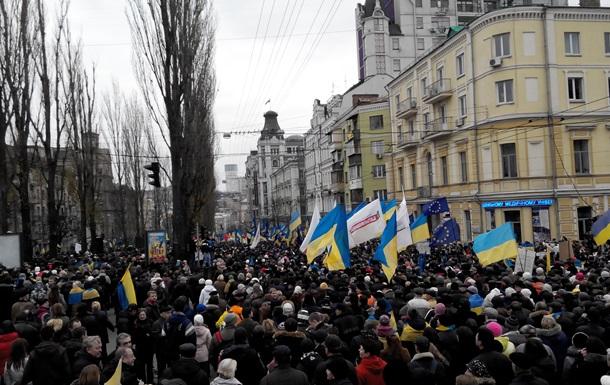 Янукович обратился к гражданам, вышедшим на Майдан: Мы должны работать, а не драться