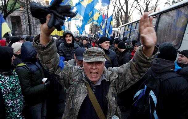 Здание Рады продолжают пикетировать около 20 тысяч протестующих