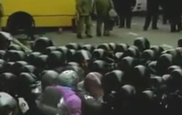 Свои среди чужих. На Банковой митингующие беспрепятственно прошли через кордон милиции