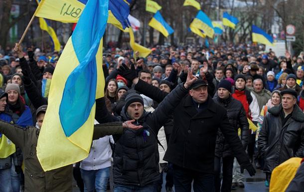 Митингующие уже второй раз идут на Банковую