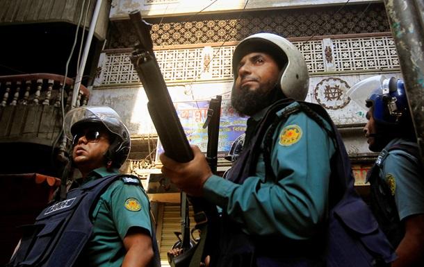 В Бангладеш в ходе антиправительственных акций полицейские убили семь человек
