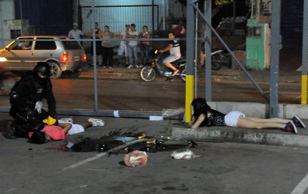 Забастовка полицейских в аргентинской провинции вызвала волну насилия и мародерства