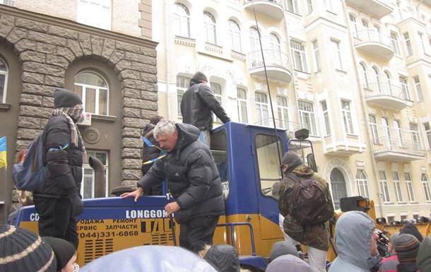 Беспорядки на Банковой: лидер Братства Корчинский объявлен в розыск