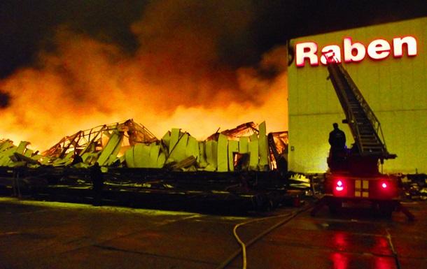 Под Киевом горит продуктовый склад: огнем уничтожено более пяти тыс кв м помещений