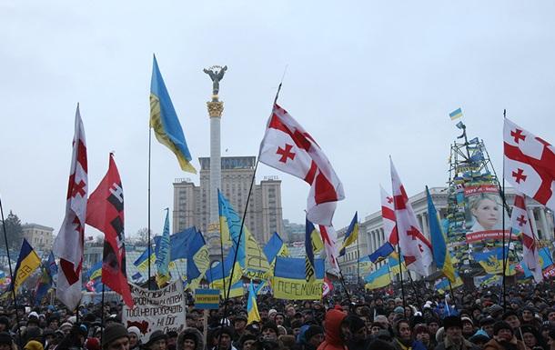 В Киеве на Майдане Незалежности началось Народное вече