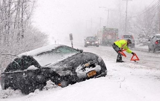 На юг и восток США обрушились снежные бури - погибли не менее пяти человек