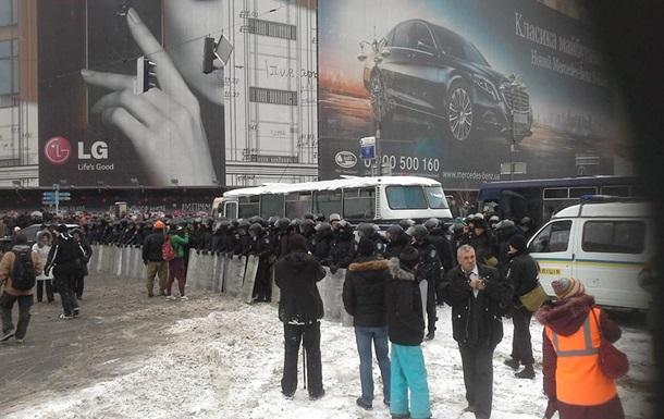 На Майдан двинулась спецтехника и скорая помощь