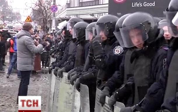 Евромайдан окружен силовиками