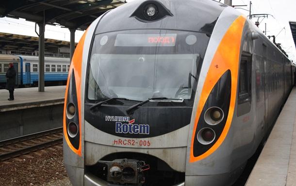 Поезд Hyundai Киев-Донецк простоял более трех часов из-за обрыва проводов