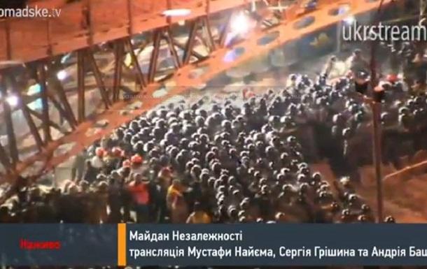 Силовики штурмуют баррикаду на Институтской