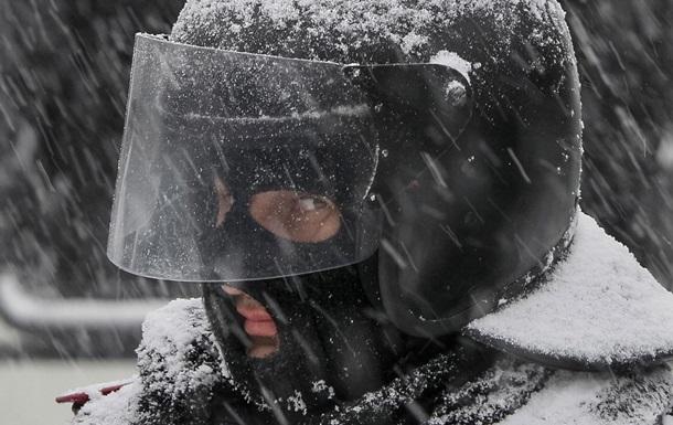 Правоохранители ликвидировали палатки митингующих на Михайловской площади