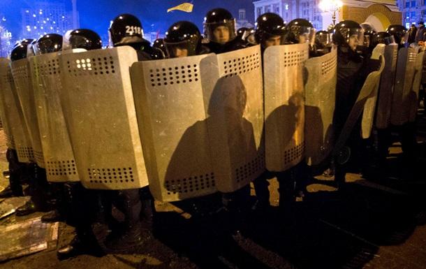 Милиция усиливает кордоны вокруг правительственного квартала, Беркут собирается у Дворца спорта