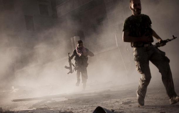 Сирийские исламисты отобрали у умеренных повстанцев американское оборудование, США приостановили помощь