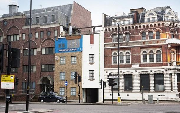 В Лондоне появился дом вверх ногами
