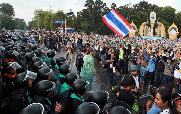 Власти Таиланда обвинили лидера оппозиции в гибели 92 человек в ходе акций протеста