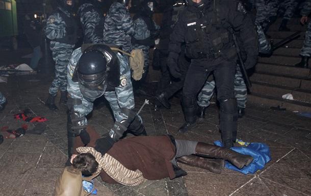 Отчет МВД: Участники Евромайдана 30 ноября бросали в правоохранителей опасные для жизни предметы
