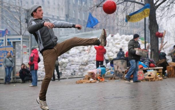 Эмоции участников Евромайдана в Киеве подогревают  шастающие  зарубежные гости - Песков