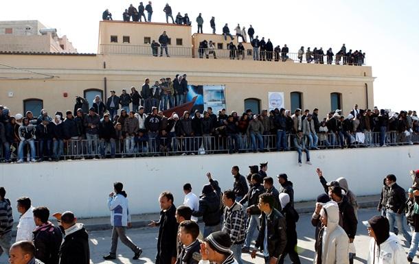 Италия: Мигранты зашили себе рты в знак протеста против депортации